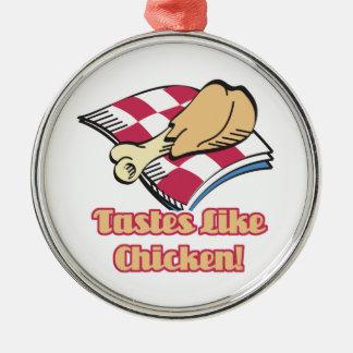 los gustos tienen gusto del pollo adorno redondo plateado