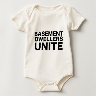 Los habitantes del sótano unen body para bebé