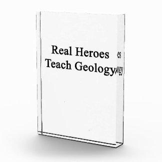Los héroes reales enseñan a la geología