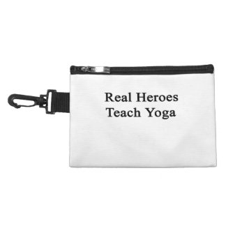 Los héroes reales enseñan a yoga