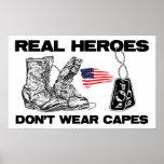 ¡Los héroes reales no llevan cabos! Poster