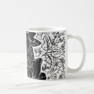 Los hibiscos románticos crean para requisitos part taza