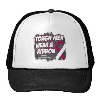 Los hombres duros del cáncer de garganta llevan un gorras de camionero
