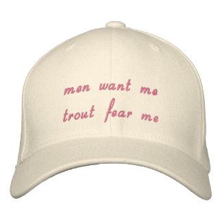 los hombres me quieren que la trucha me teme gorro bordado
