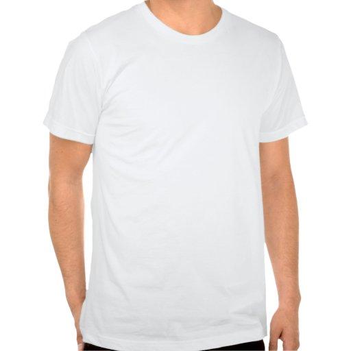 Los hombres mojaron la materia en la materia roja camiseta