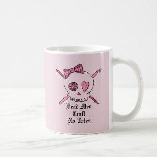 Los hombres muertos no hacen ningún cuento a mano  taza de café