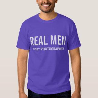 Los hombres reales casan a fotógrafos playeras