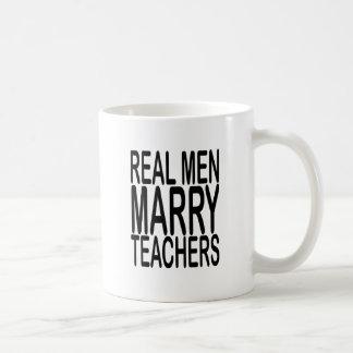 Los hombres reales casan a los profesores taza básica blanca