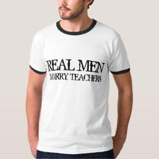 Los hombres reales casan a profesores playera