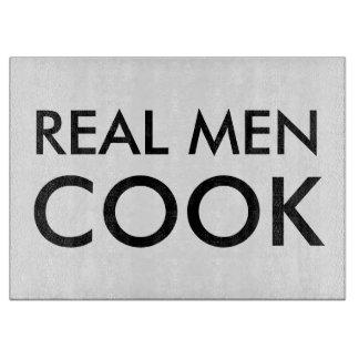 Los hombres reales cocinan cita divertida del tabla de cortar