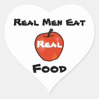 Los hombres reales comen la comida real pegatina en forma de corazón