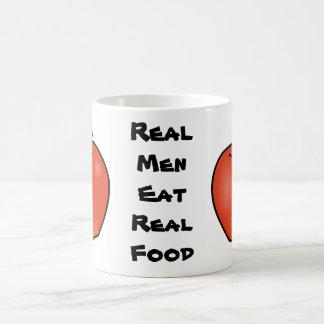 Los hombres reales comen la comida real taza