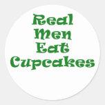 Los hombres reales comen las magdalenas etiquetas redondas