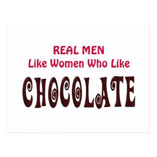 Los hombres reales divertidos tienen gusto de las postal