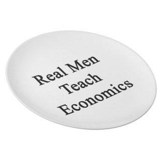 Los hombres reales enseñan a la economía plato