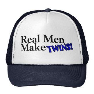 Los hombres reales hacen a gemelos (b) gorro