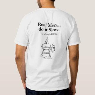 Los hombres reales hacen él camiseta lenta del Bbq Remera