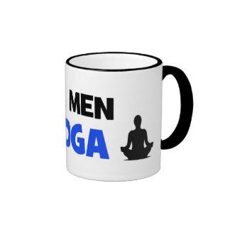 Los hombres reales hacen la yoga - regalo único de taza de dos colores