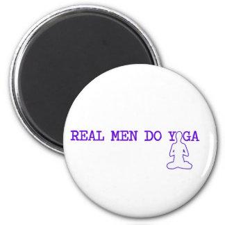 los hombres reales hacen yoga imán redondo 5 cm