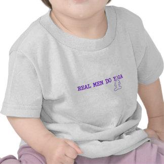 los hombres reales hacen yoga camiseta