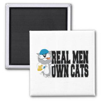 Los hombres reales poseen gatos imán cuadrado