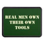 Los hombres reales poseen la cubierta del remolque tapas de tráiler