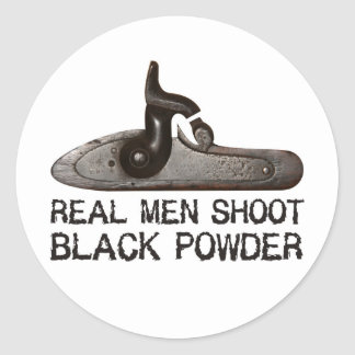 Los hombres reales tiran el polvo negro, rifle del pegatina redonda