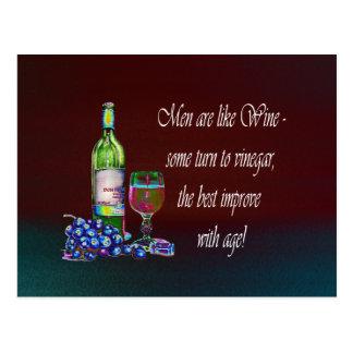 ¡Los hombres son como el vino Regalos chistosos d Tarjeta Postal