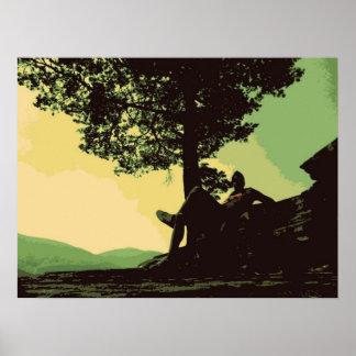 los hombres y el árbol en la colina póster