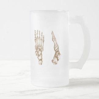 Los huesos del pie humano taza de cristal