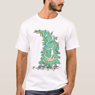 Los hurónes suben una camisa del árbol