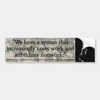 Los impuestos trabajo de MILTON FRIEDMAN y subvenc Pegatina De Parachoque