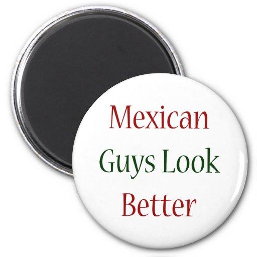 Los individuos mexicanos miran mejor imán de frigorífico