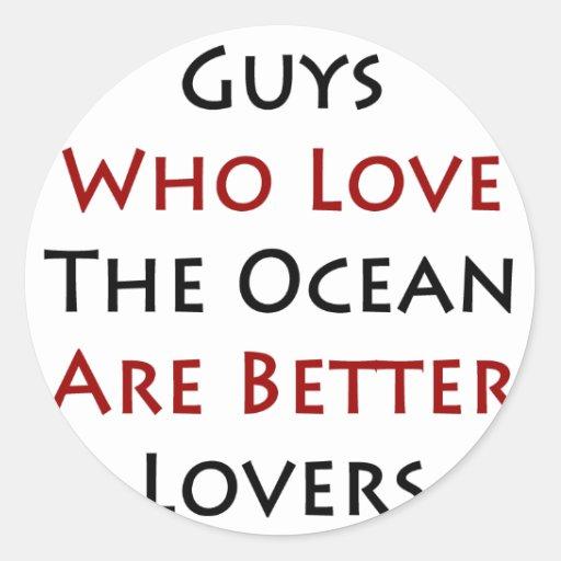 Los individuos que aman el océano son mejores etiquetas redondas