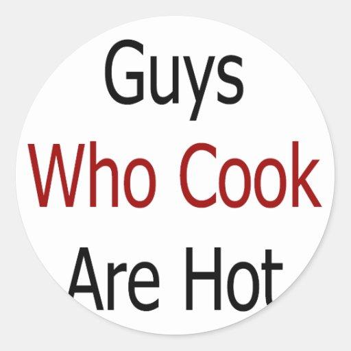 Los individuos que cocinan son calientes pegatina redonda