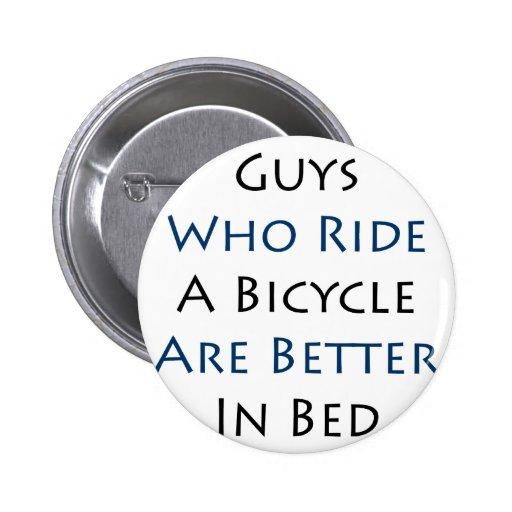 Los individuos que montan una bicicleta son mejore pins