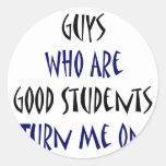 Los individuos que son buenos estudiantes me giran etiqueta redonda