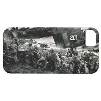 Los infantes de marina de WWII descargan fuentes e iPhone 5 Case-Mate Cárcasas