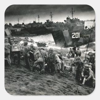 Los infantes de marina de WWII descargan fuentes Pegatina Cuadrada