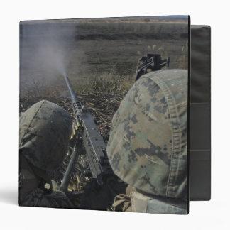 """Los infantes de marina encienden una ametralladora carpeta 1 1/2"""""""