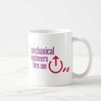 Los ingenieros industriales me giran taza básica blanca