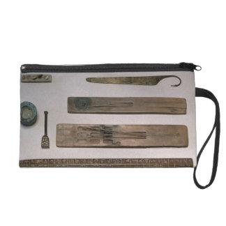 Los instrumentos de un escribano (madera, marfil,