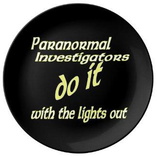 Los investigadores paranormales lo hacen plato de cerámica