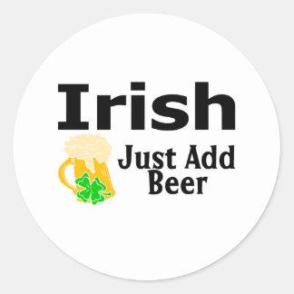 Los irlandeses apenas añaden la cerveza etiquetas