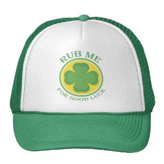 Los irlandeses me frotan para el trébol de la buen gorro