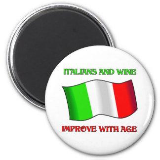 Los italianos y el vino, mejoran con edad imán redondo 5 cm