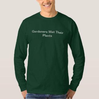 Los jardineros del humor del jardín mojaron sus polera