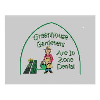 Los jardineros del invernadero están en la postal