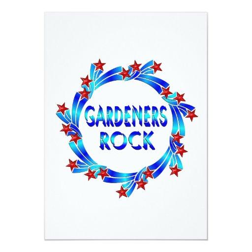 Los jardineros oscilan las estrellas rojas invitación 12,7 x 17,8 cm