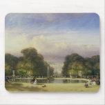Los jardines de Tuileries, con el Arco del Triunfo Mouse Pad